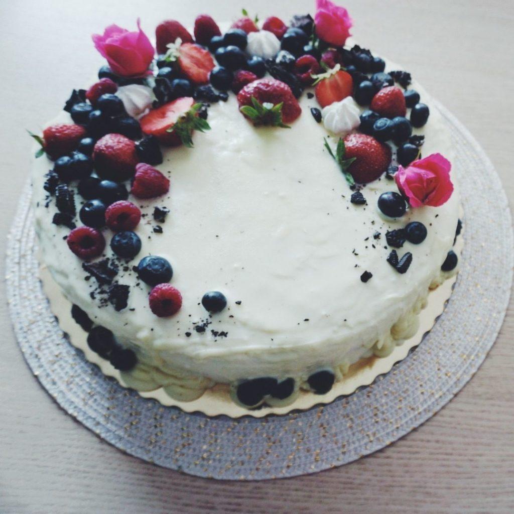 Tort zowocami nawierzchu