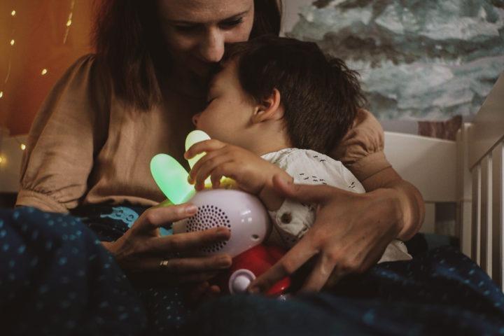 lampka nocna, odtwarzacz mp3 idyktafon wjednym króliczku dla dzieci